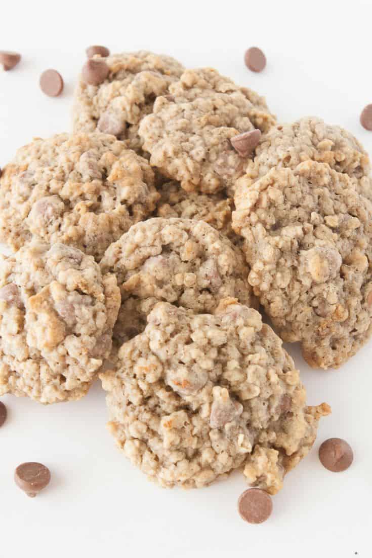 Pinnable image 2 for banana oatmeal chocolate chip cookies.