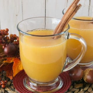 Sore Throat Soothing Hot Cider- Have you caught a cold this season and need something to warm you up and soothe that scratchy throat? Try this simple sore throat soothing hot cider!