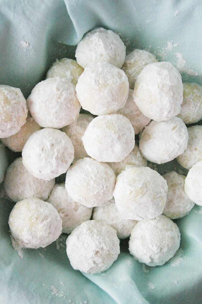 A basket of snowball cookies.