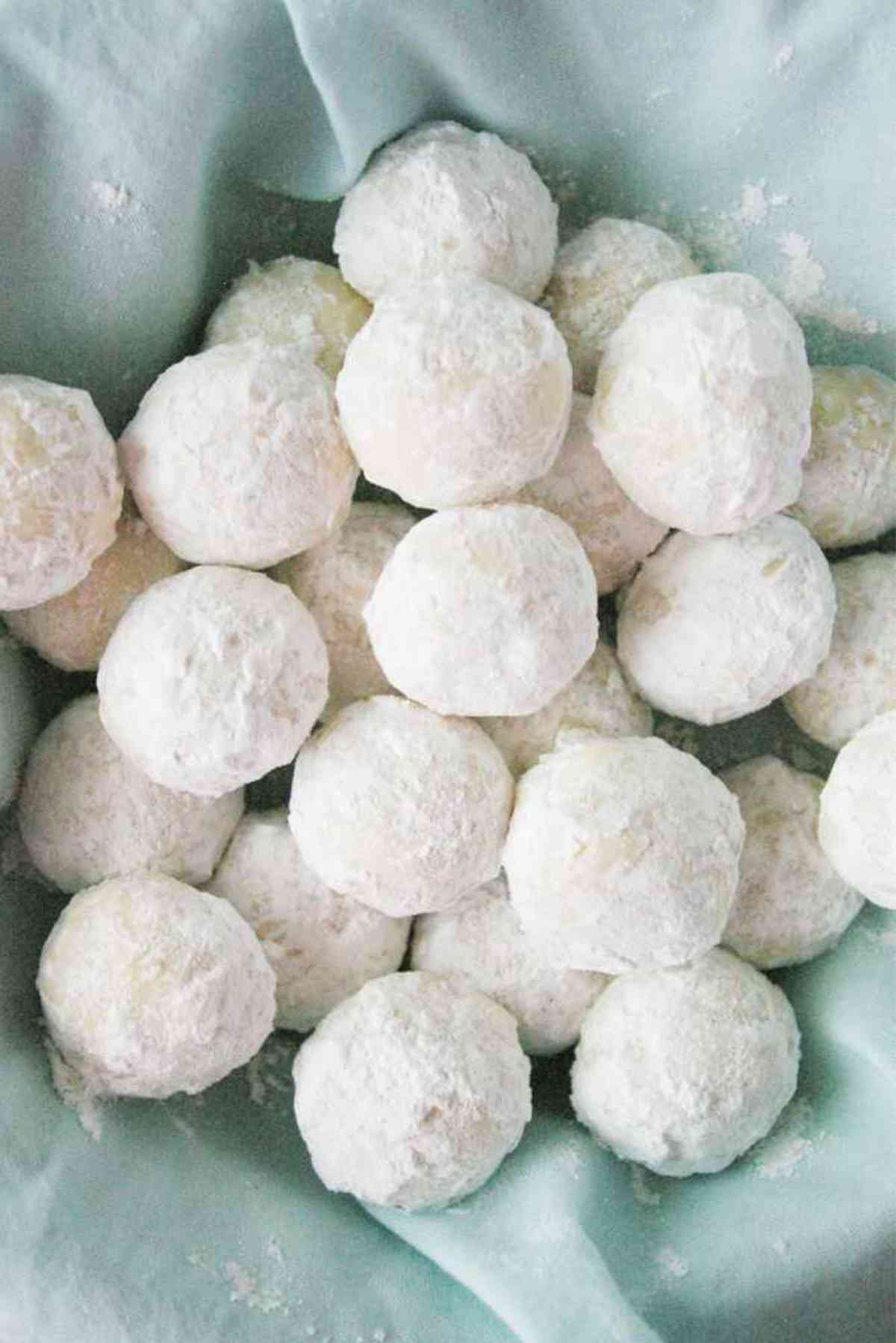 A basketful of almond snowball cookies.